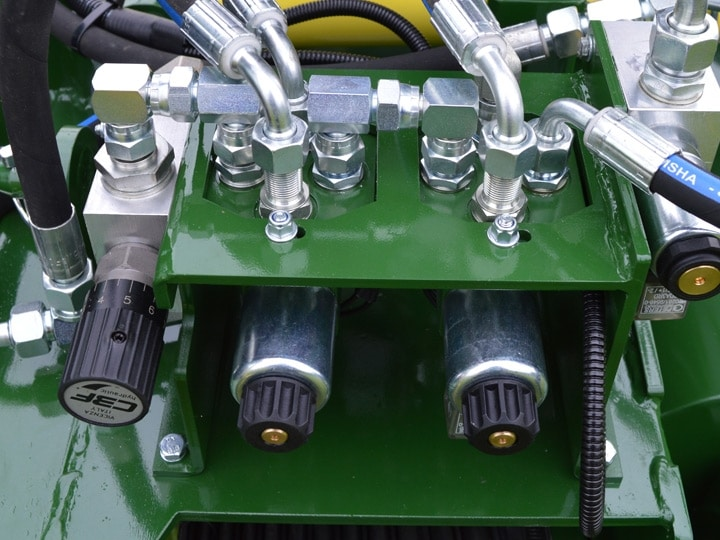 Shelton-CT100-Chain-Trencher-Electro-Hydraulic-Valves-720×540